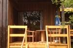Veranda des rustikalen Holzbungalows im Reiterdorf Lüneburger Heide für 2 Personen