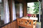 Veranda mit Sitzgelegenheit des rustikalen Holzbungalow im Reiterdorf Lüneburger Heide für 4 Personen