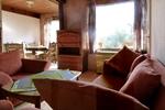 Wohnzimmer des rustikalen Holzbungalow im Reiterdorf Lüneburger Heide für 4 Personen