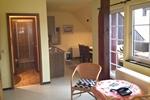 Wohnraum und Badezimmer des Reiterhof Appartement für 2 Personen im Reiterdorf Lüneburger Heide